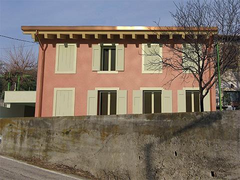 Demolizione e ricostrruzione di un edificio residenziale in zona collinare vincolata - Quinzano Verona