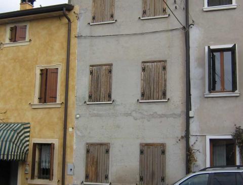 Ristrutturazione di un edificio residenziale a Sommacampagna (VR) - Prima
